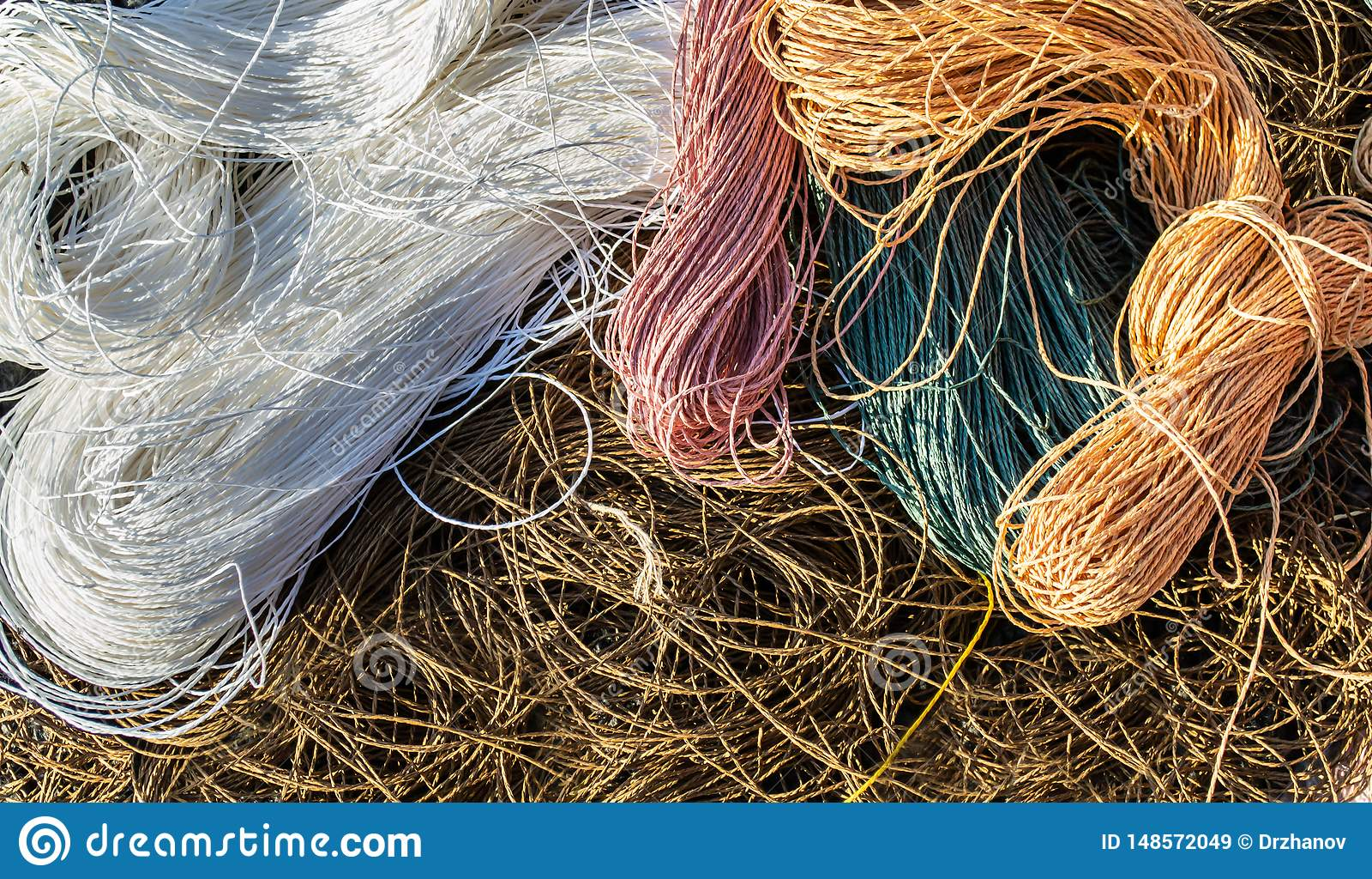 Rafels van de kabelsachtergrond van raffia van de pastelkleur bruine, witte, roze, groene en oranje kleur