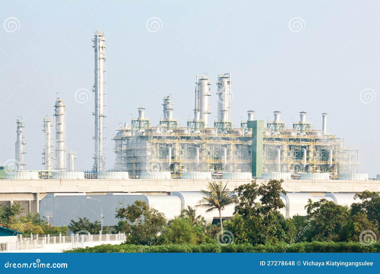 Raffinaderiväxt med strömgeneratorn