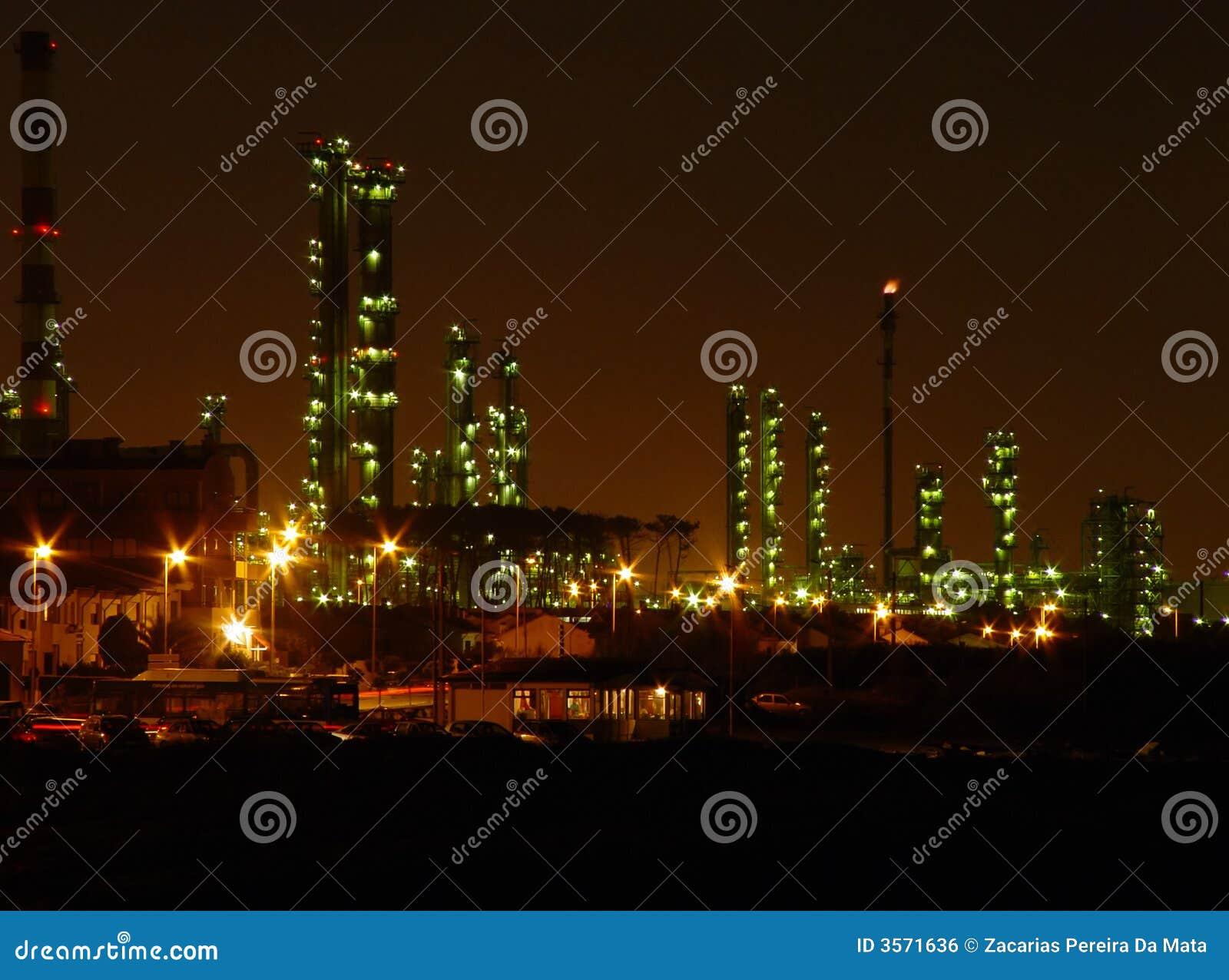 Raffineria di petrolio entro la notte
