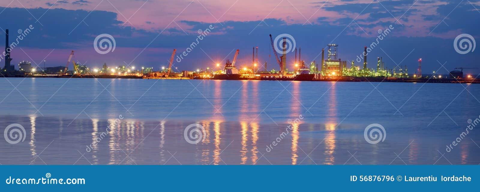 Raffineria di produzione del combustibile e del petrolio