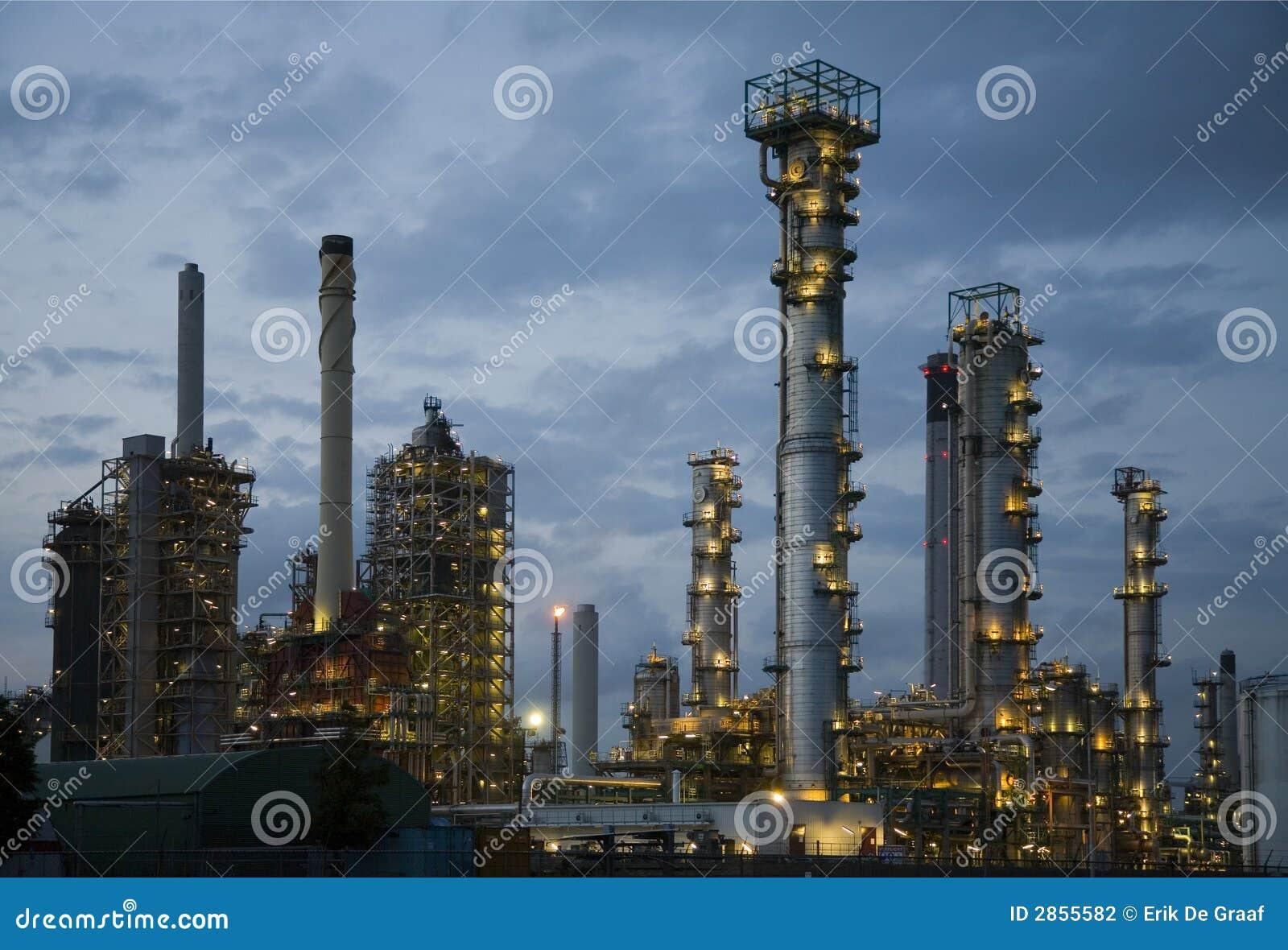 Raffinerie la nuit 8