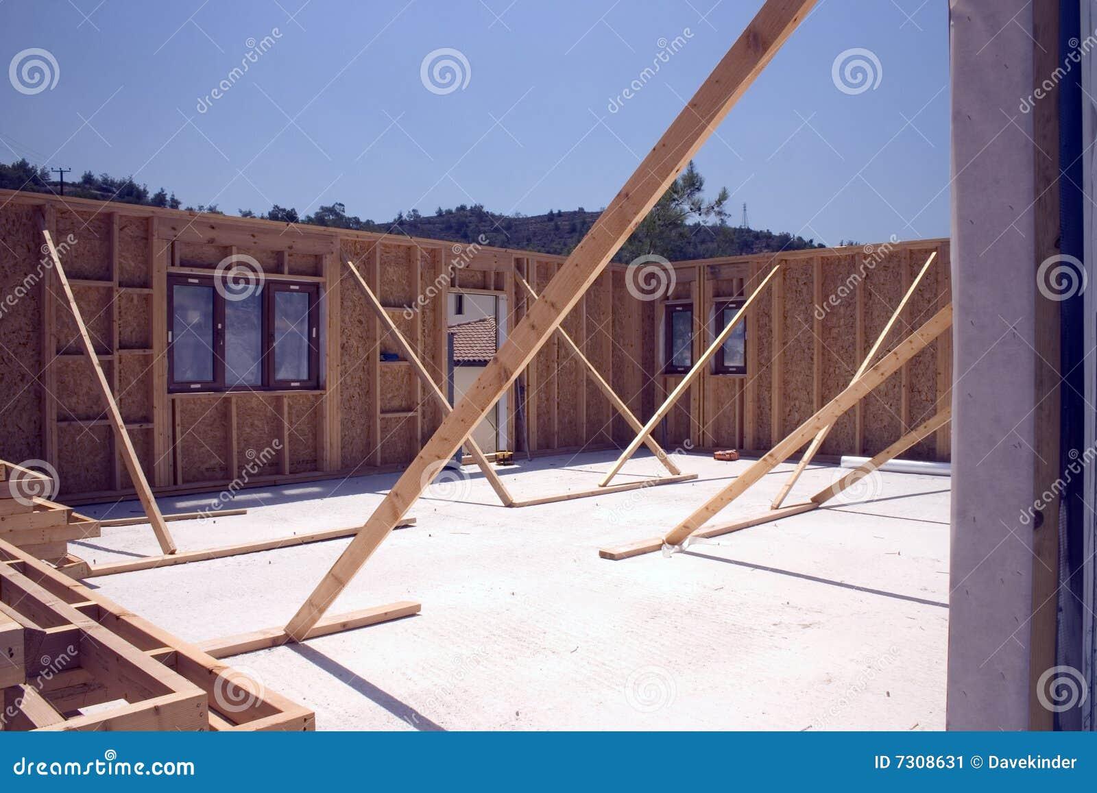 Rafforzi la casa con legname incorniciata in costruzione