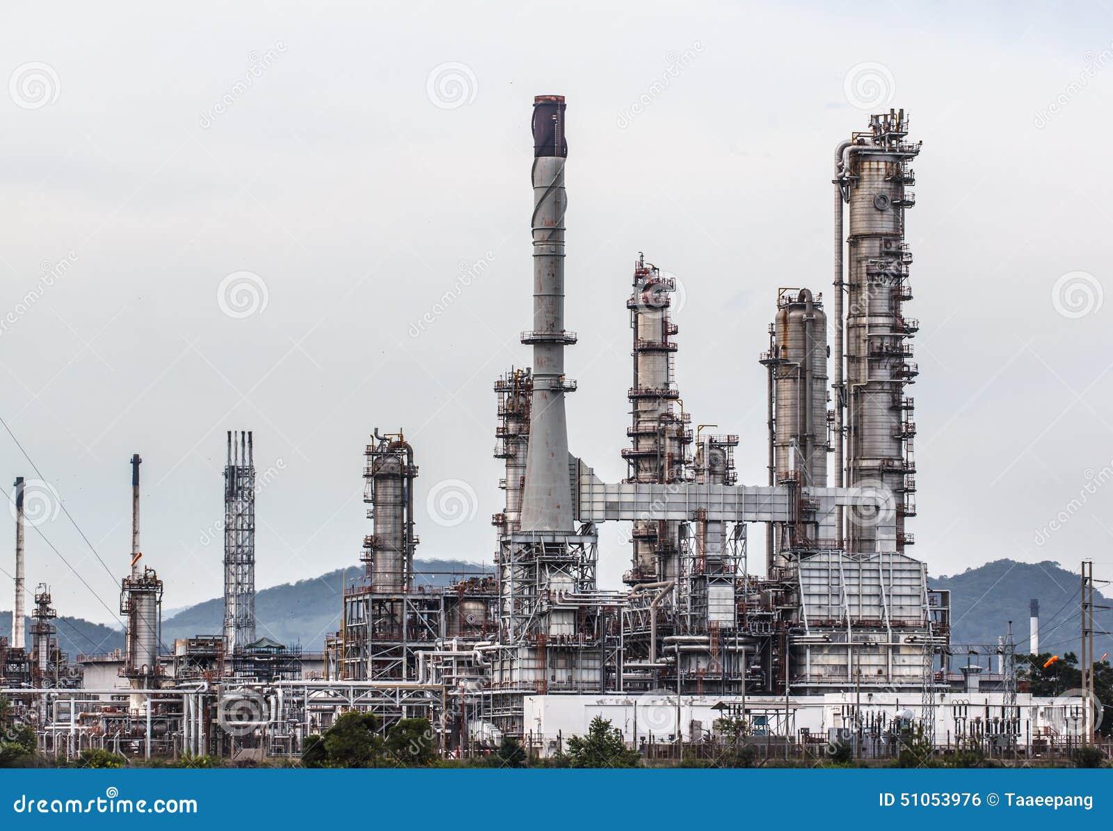 Rafineria Ropy Naftowej w dniu