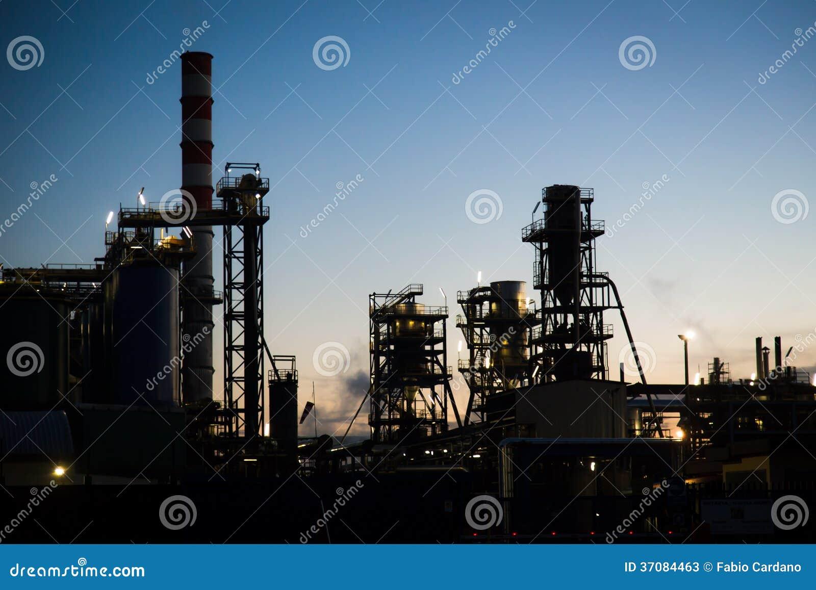 Download Rafinerii elektrownia obraz stock. Obraz złożonej z firma - 37084463