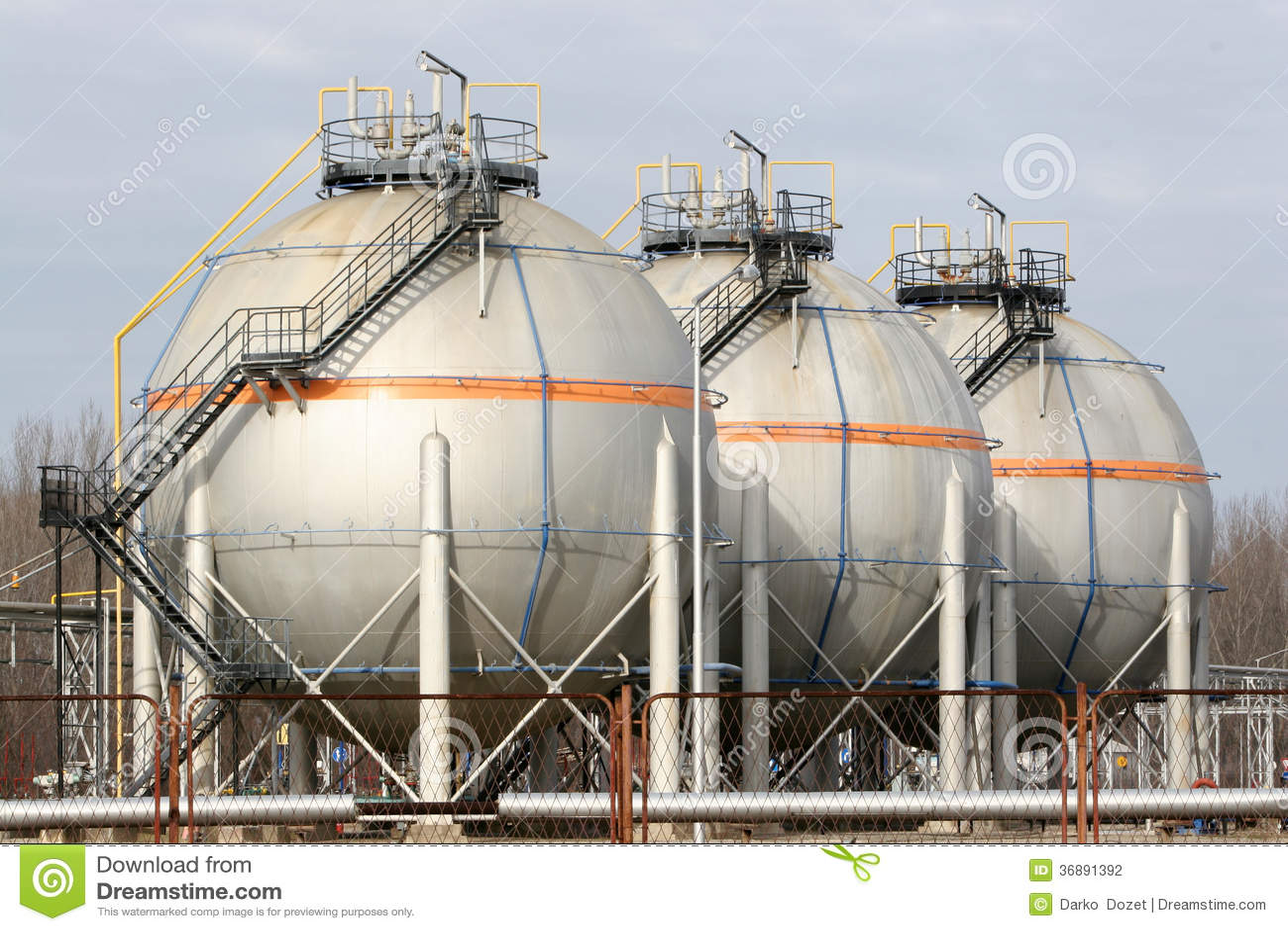 Download Rafinery dell'olio fotografia stock. Immagine di camino - 36891392