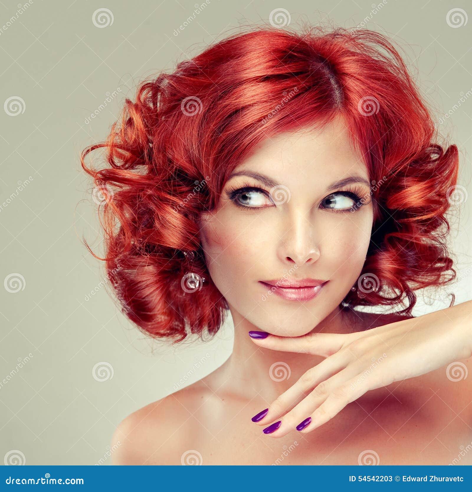 Ragazza abbastanza red-haired