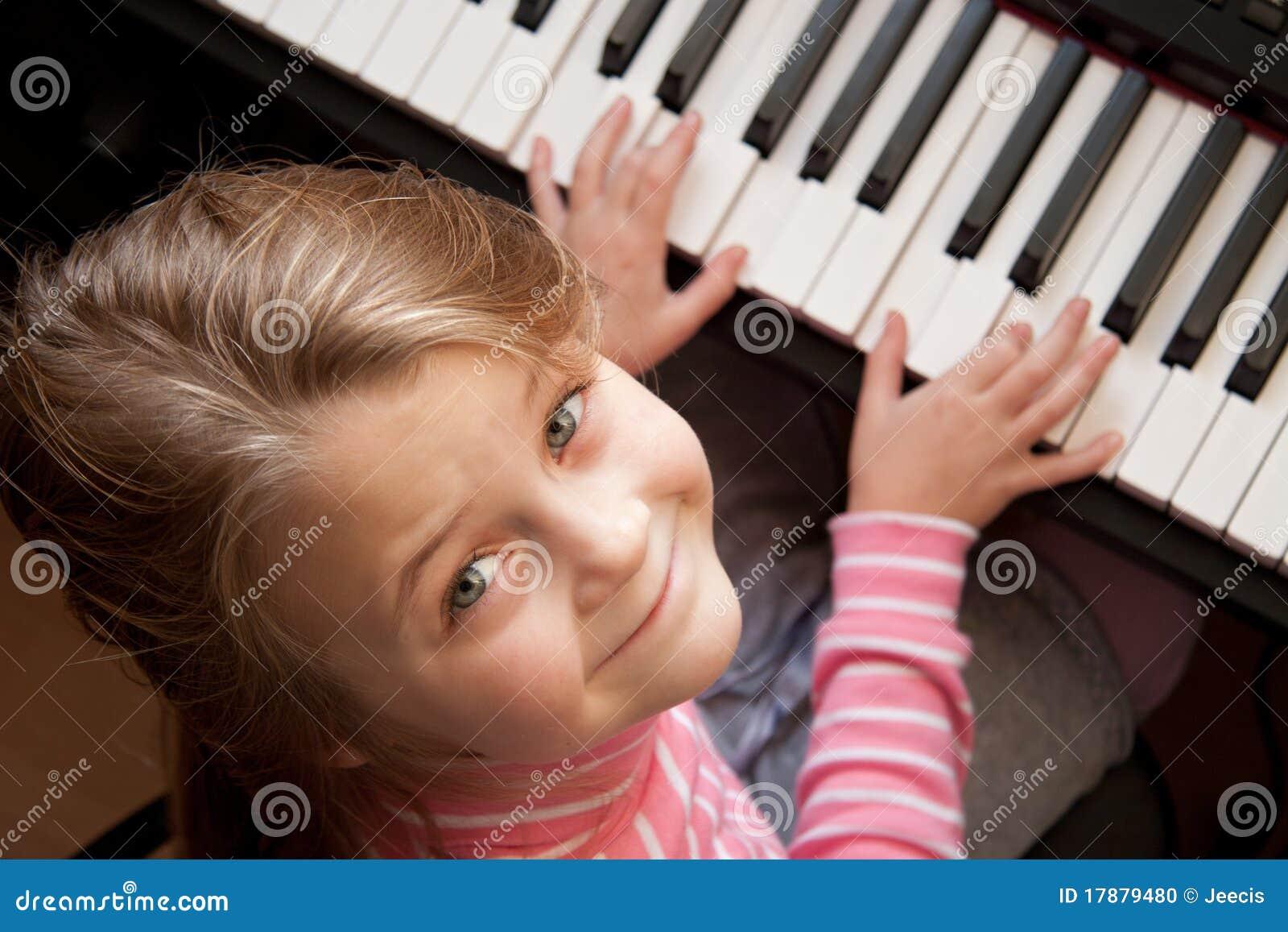 Ragazza al piano