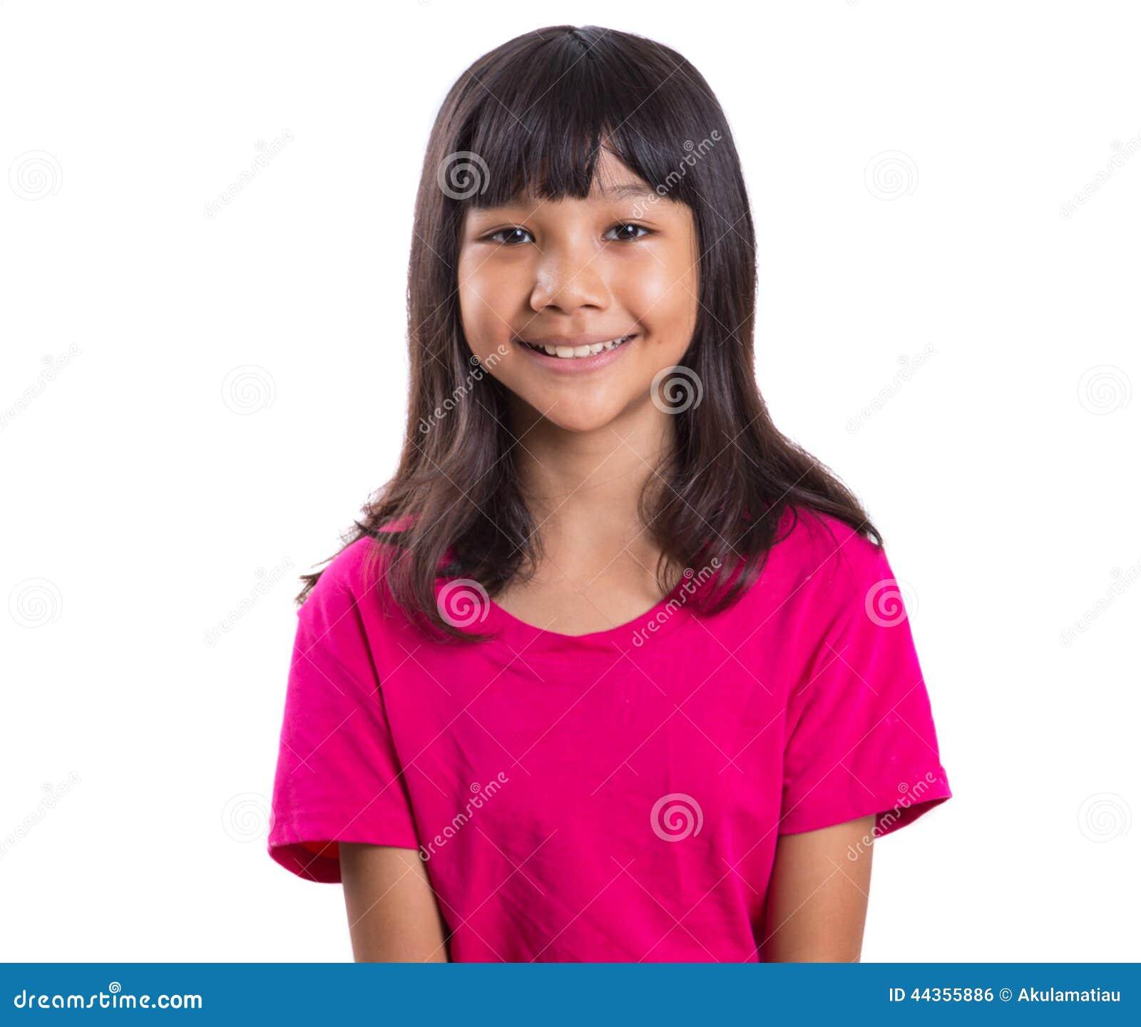 Ragazza asiatica del giovane Preteen in maglietta rosa