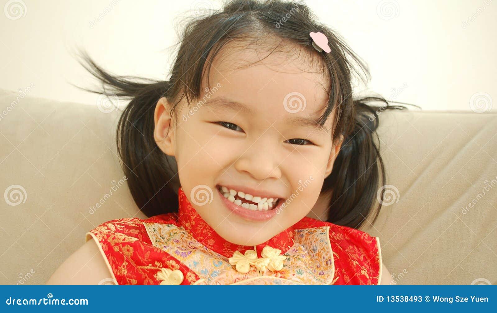 Ragazza asiatica felice