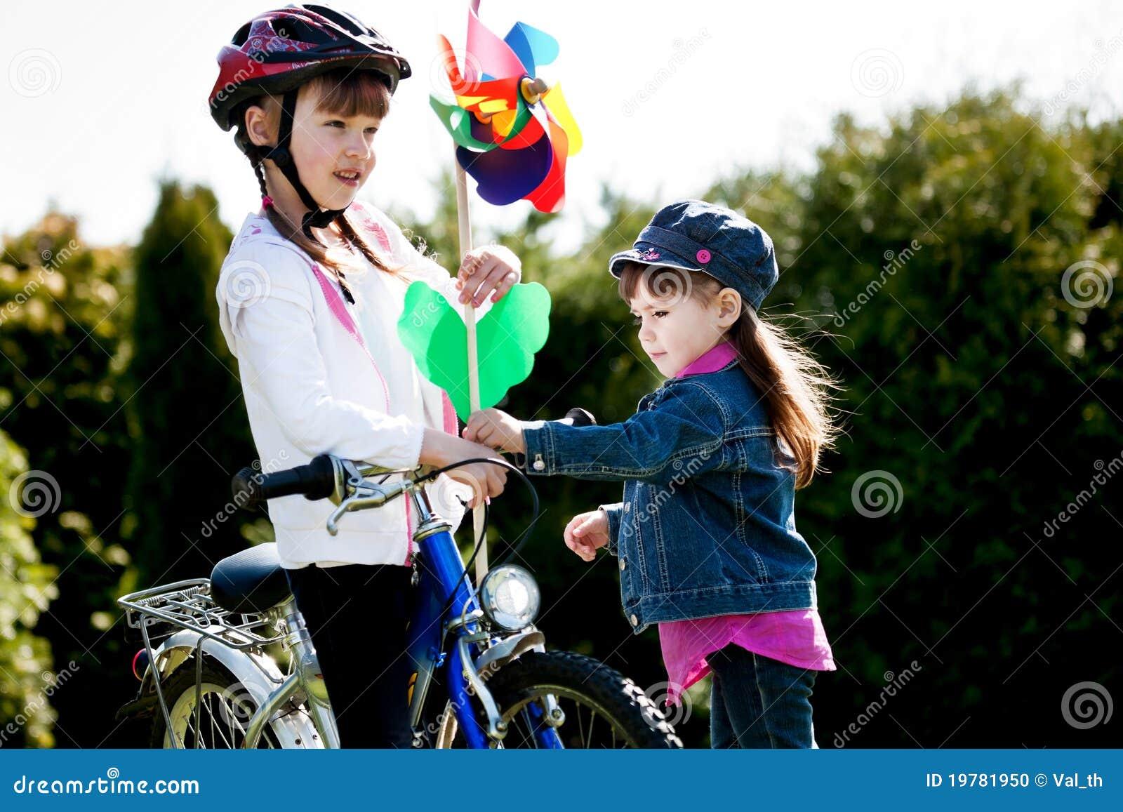 Ragazza Biking