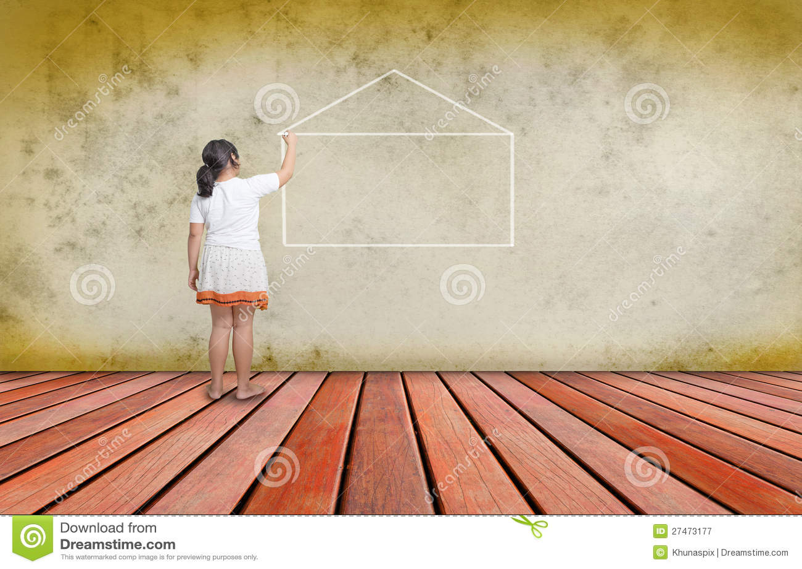 Ragazza che scrive riga di casa sul muro di cemento - Disegnare sul muro di casa ...