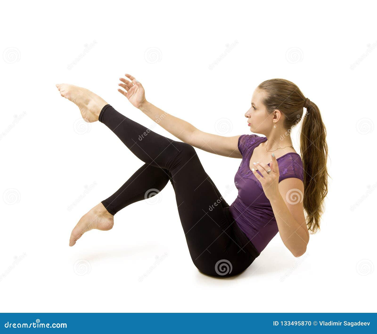 Ragazza con capelli lunghi che ballano balletto moderno