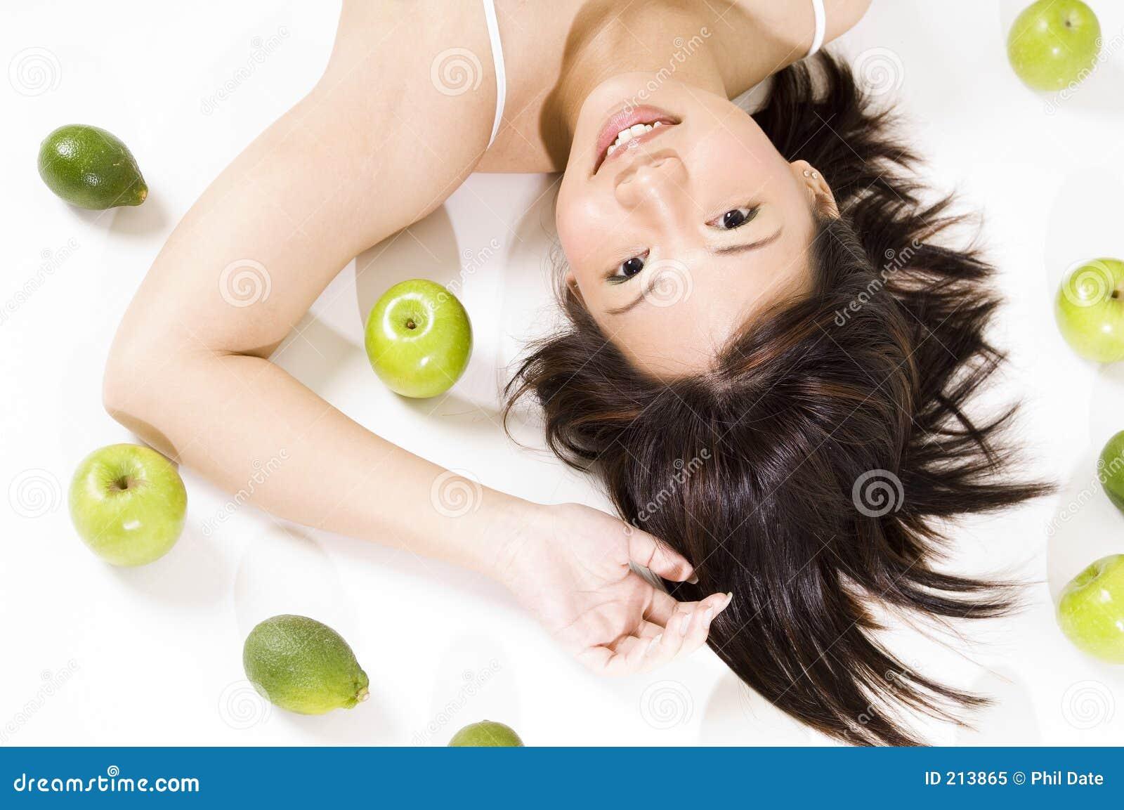 Ragazza con frutta 5.