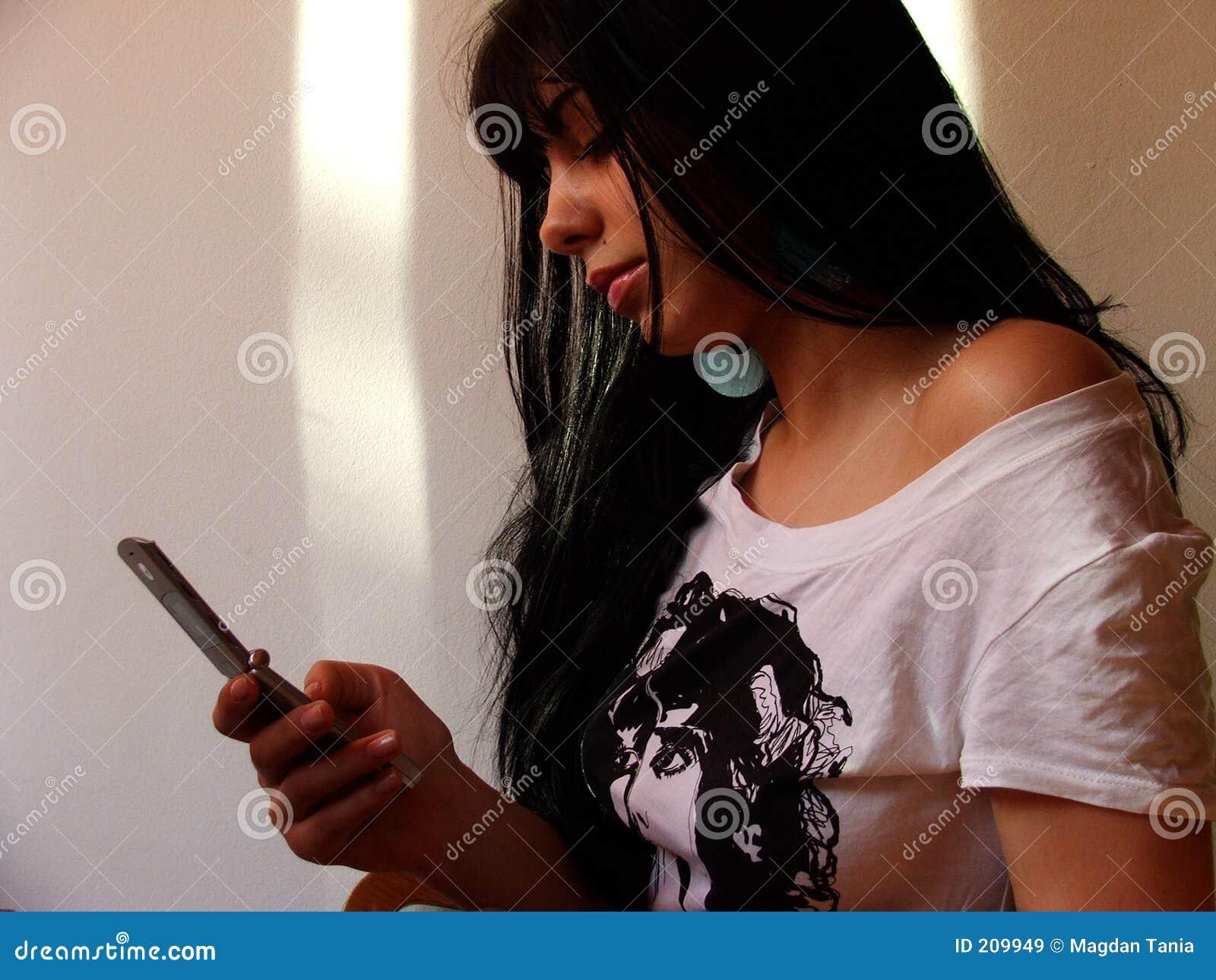 Ragazza con il telefono