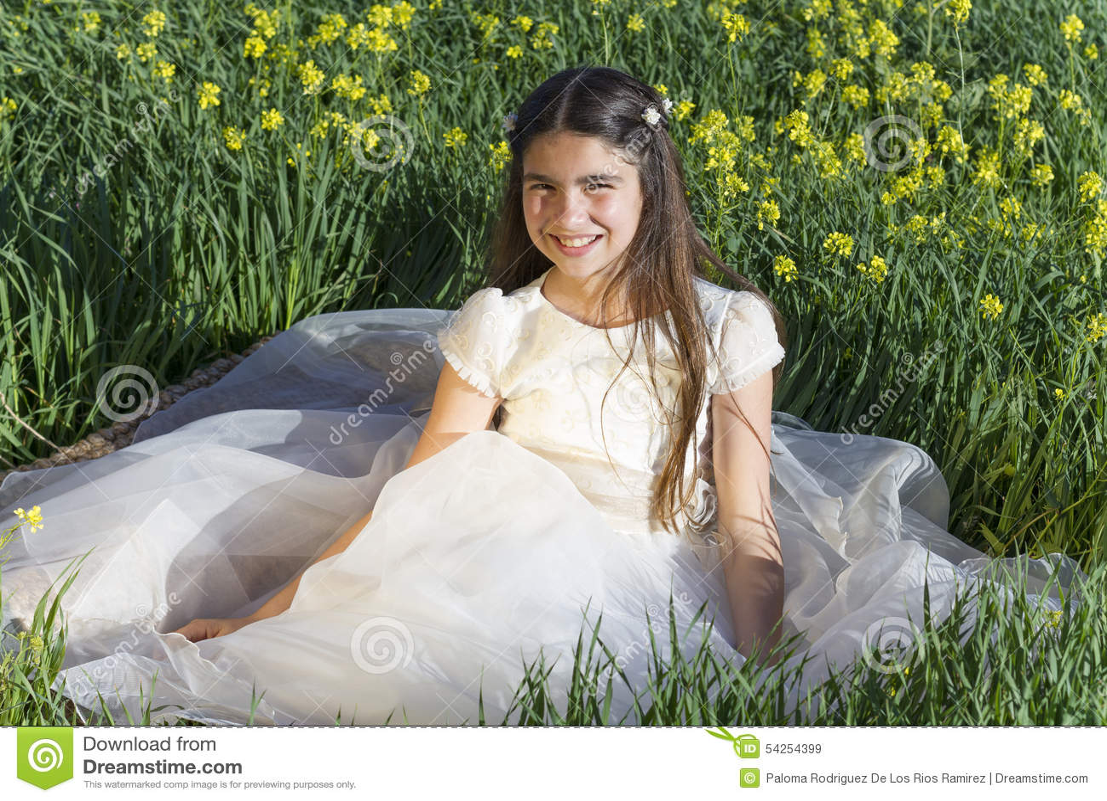 Ragazza con il vestito da comunione fotografia stock for Vestito tradizionale giapponese femminile
