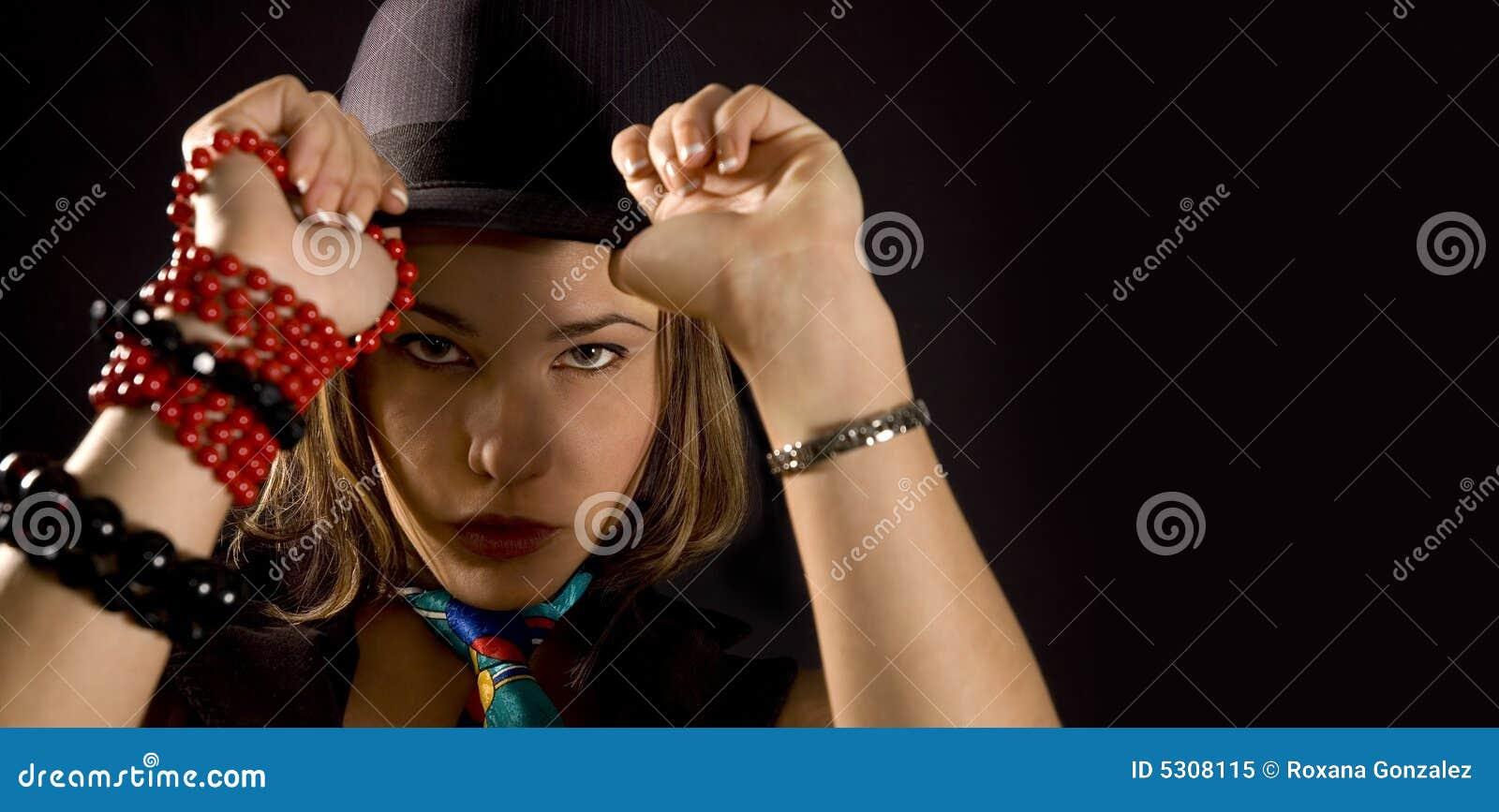 Download Ragazza D'avanguardia Con Il Cappello Immagine Stock - Immagine di cappello, classy: 5308115