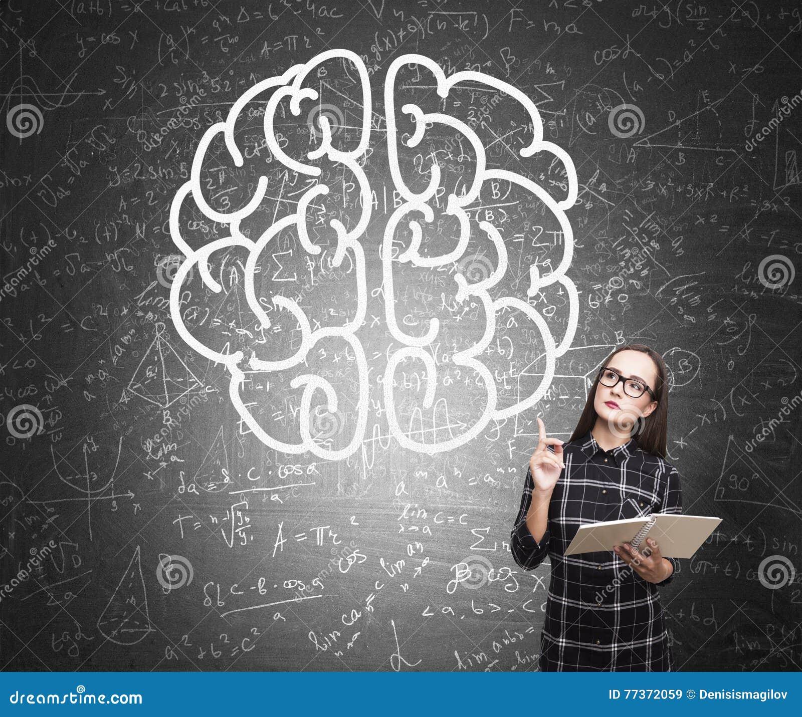 Ragazza del nerd nello schizzo del cervello e del vestito