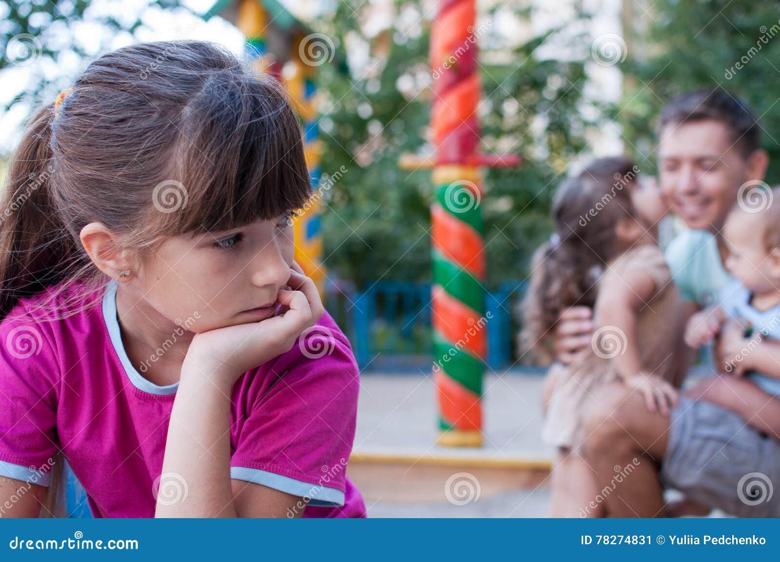 ragazza adolescente che esce con suo padre sito di incontri di sindrome di Asperger