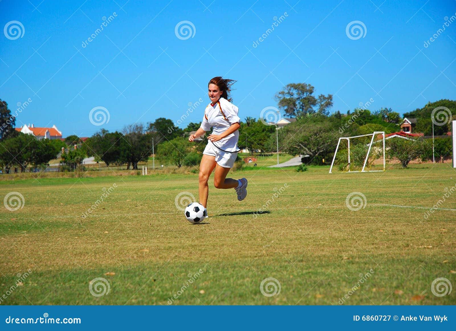 Ragazza di gioco del calcio