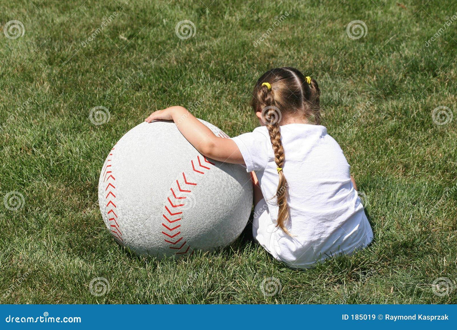 Ragazza e grande baseball