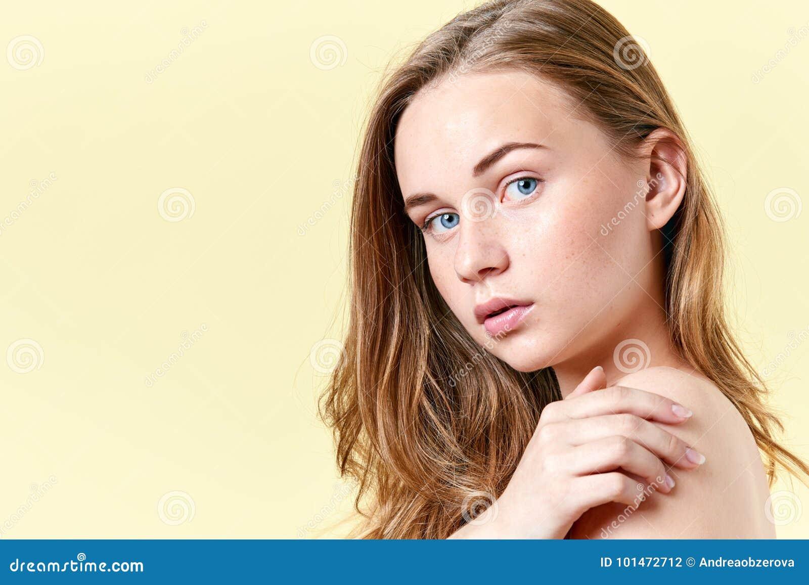 Nudità femminile adolescente