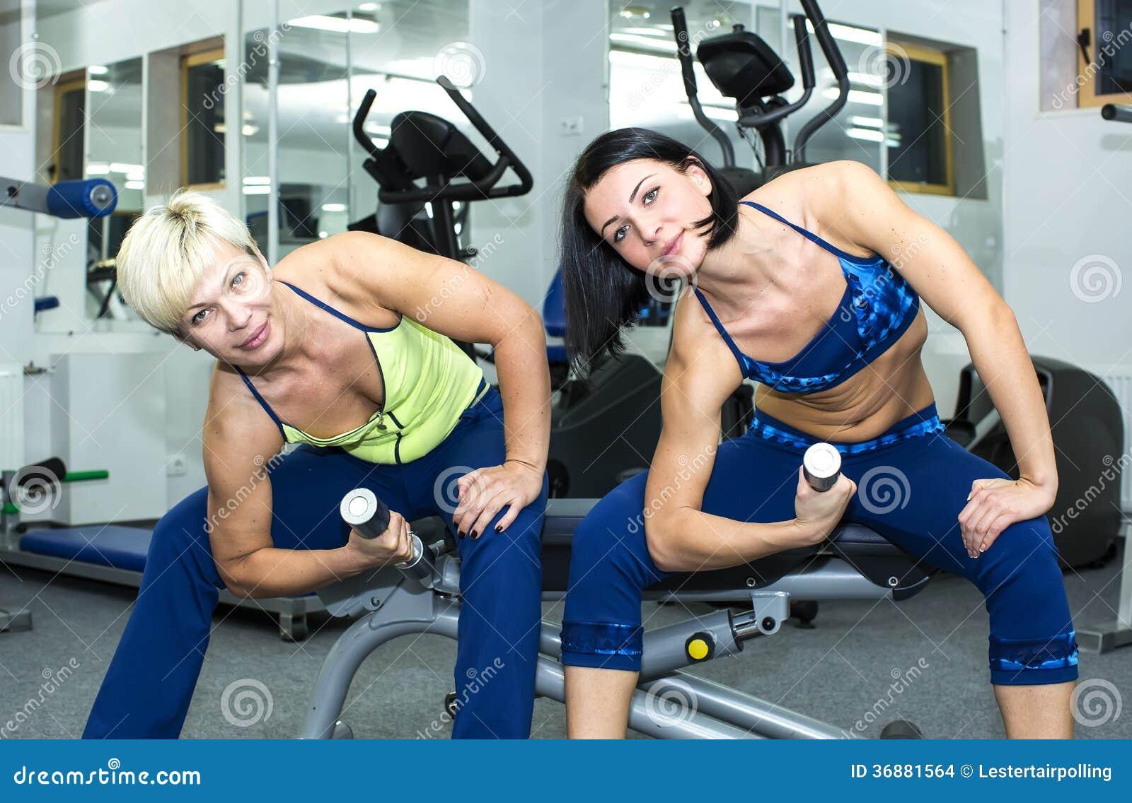 Download Ragazza Nella Palestra Per Gli Sport Fotografia Stock - Immagine di perdita, femmina: 36881564