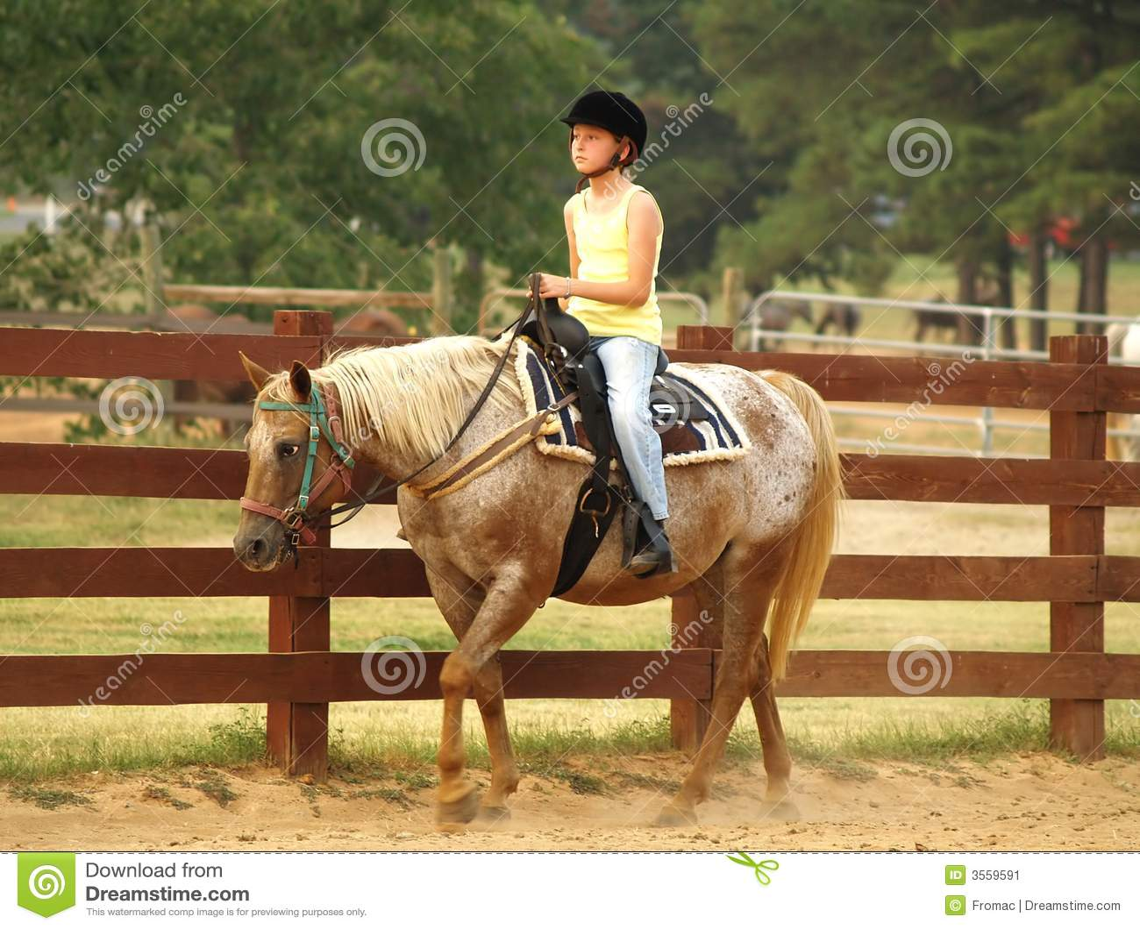 Ragazza su a cavallo
