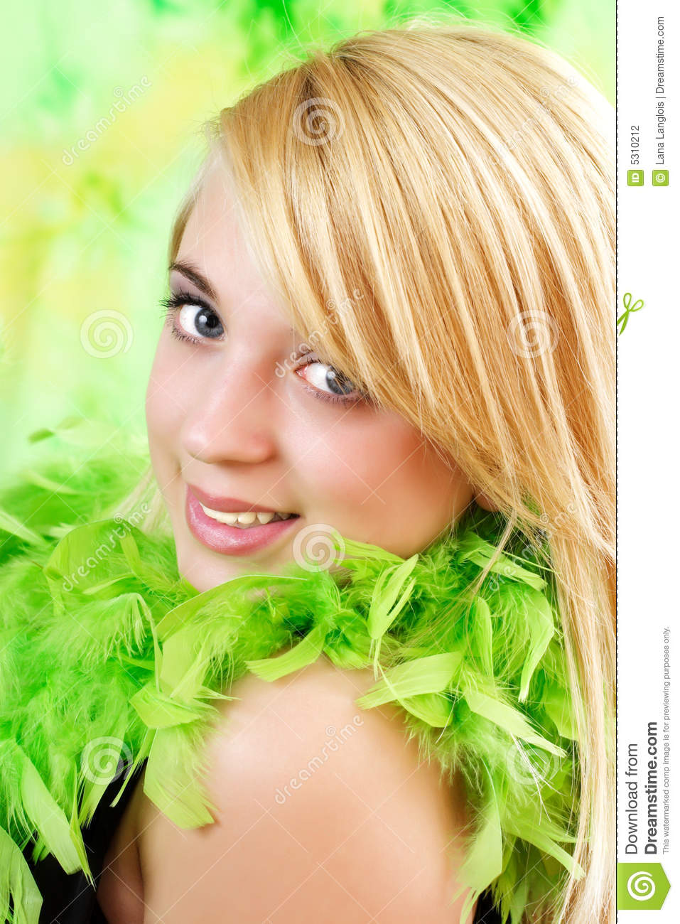 Download Ragazza teenager bionda fotografia stock. Immagine di teen - 5310212