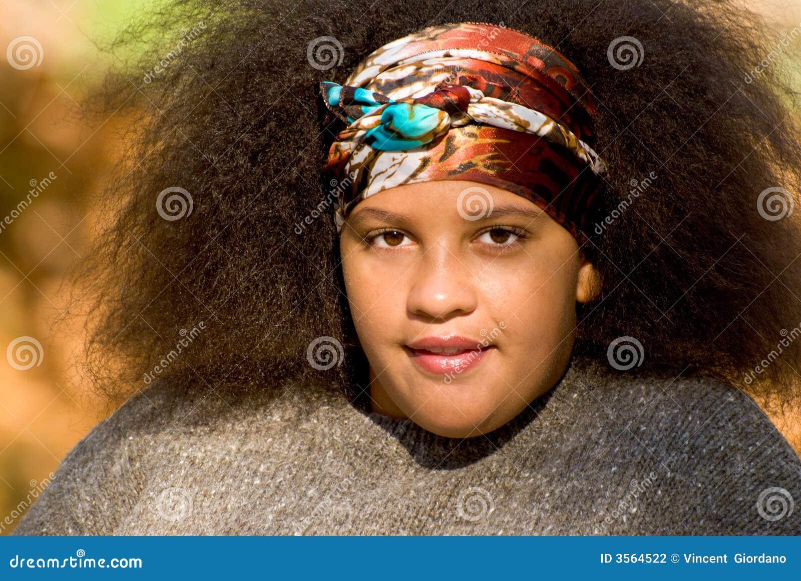 Ragazza teenager dell afroamericano