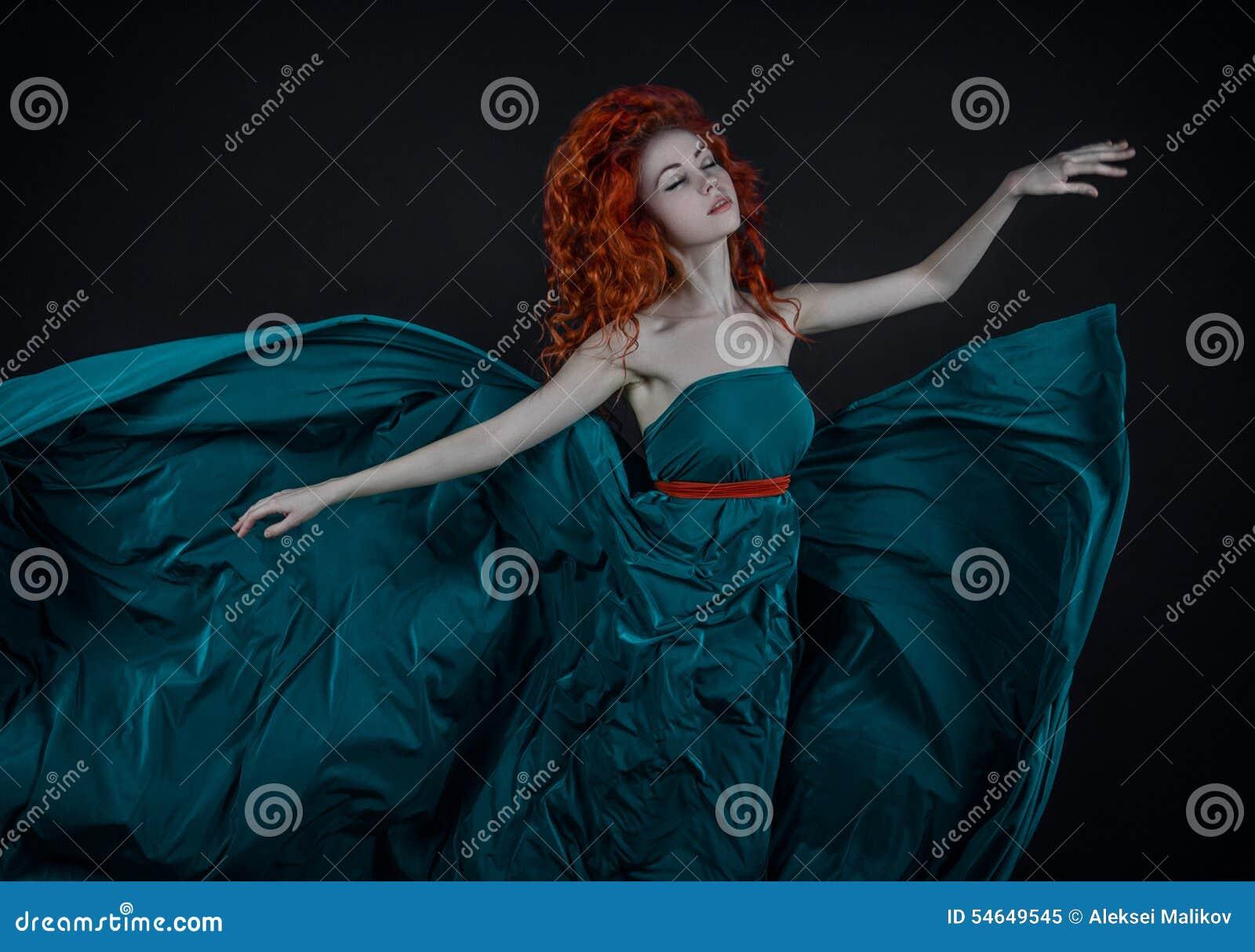 Un Un In Dancing Capelli Di Seta Rossi Dai Ragazza Bello Vestito a4HZqdxw