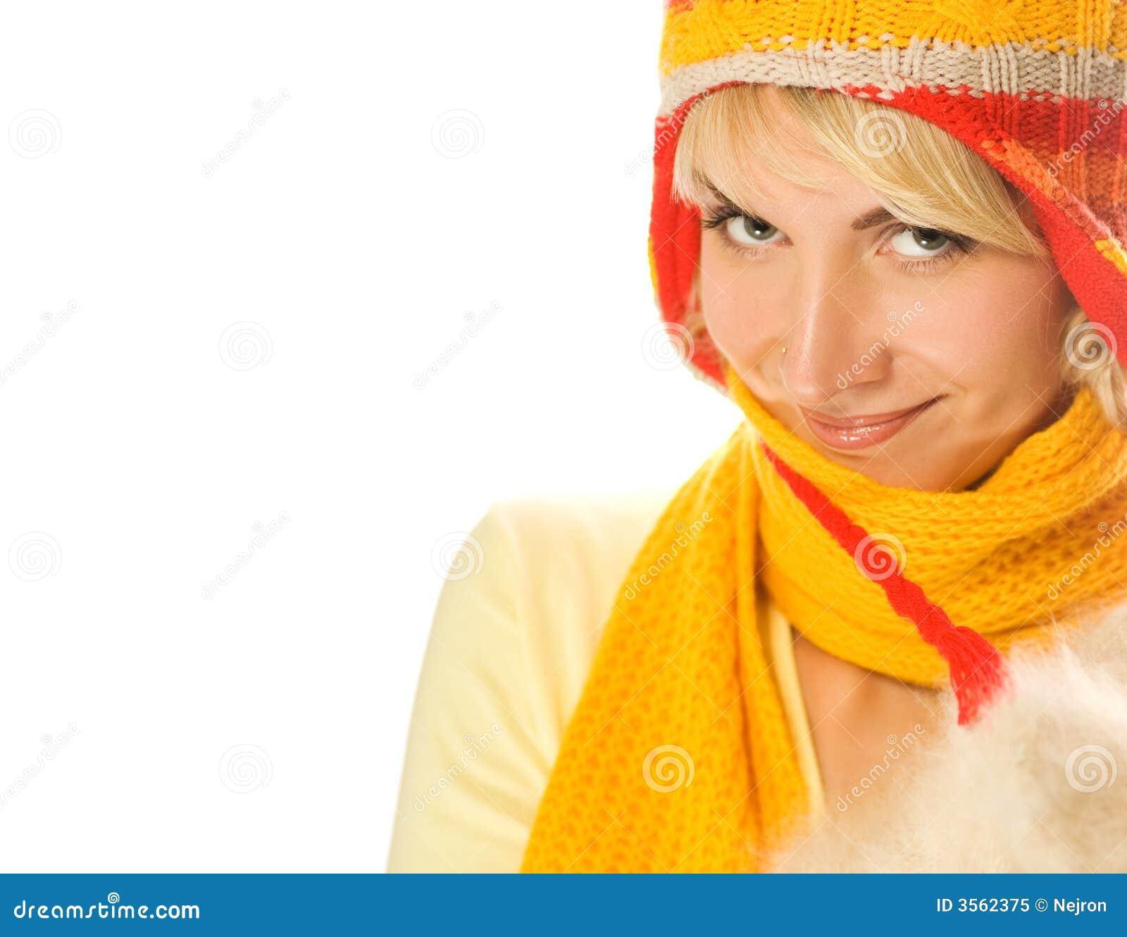 Ragazza in vestiti di inverno