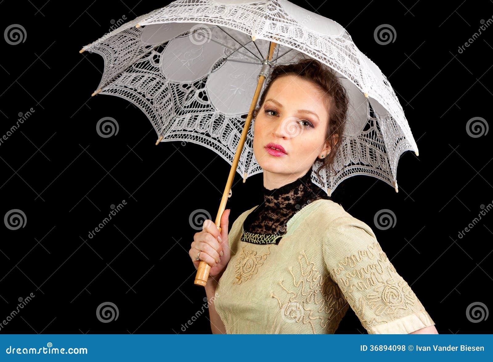 Download Ragazza In Vestito Vittoriano Che Tiene Un Ombrello Bianco Fotografia Stock - Immagine di biondo, back: 36894098