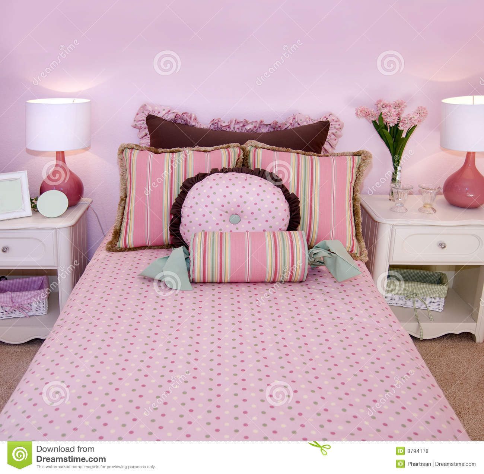 ... Libere da Diritti: Ragazze della camera da letto piccolo colore rosa