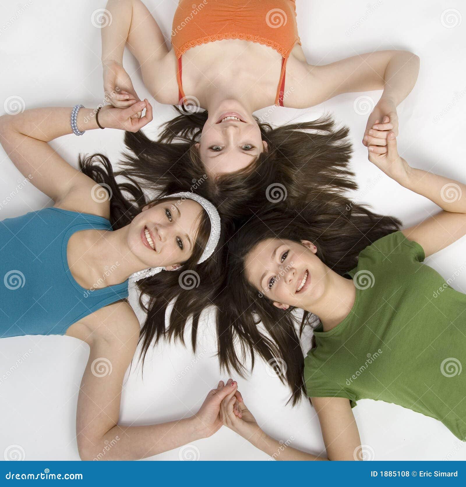 Ragazze teenager che hanno divertimento