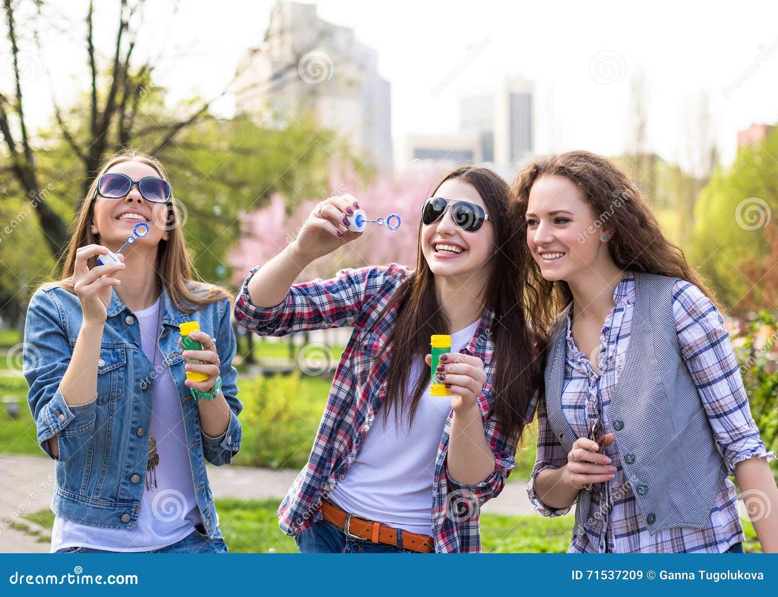 ragazze soffiano figa in faccia foto