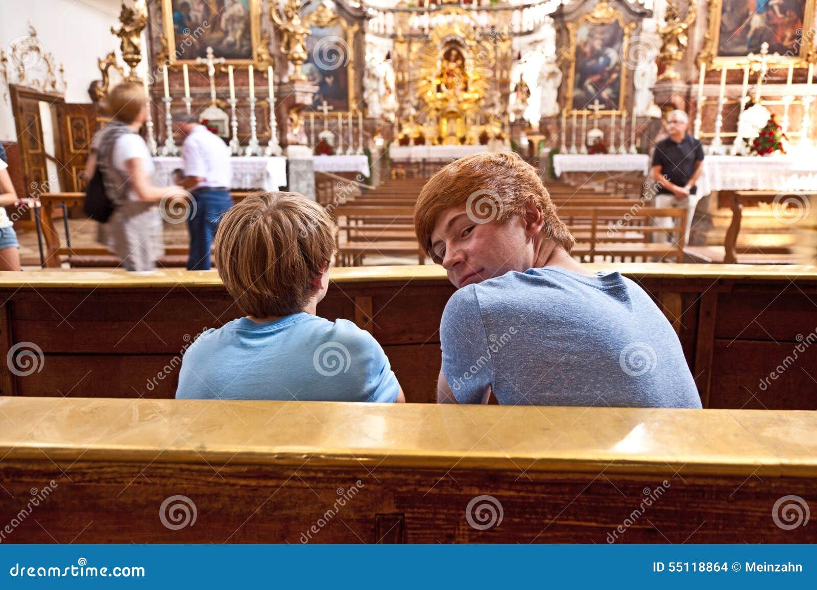 Ragazzi che visitano convento famoso di Andechs
