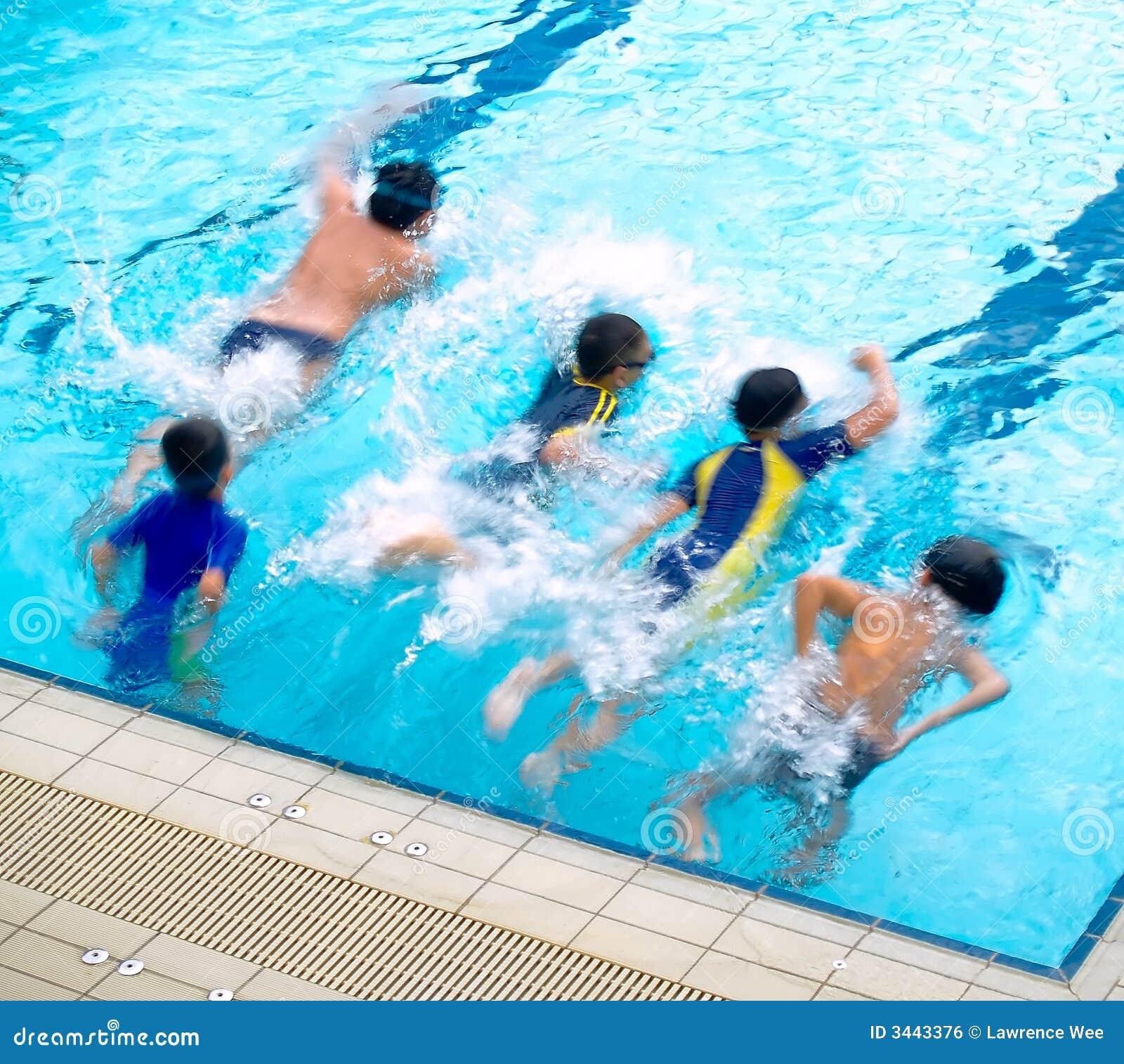 Ragazzi nella piscina immagine stock libera da diritti immagine 3443376 - Business plan piscina ...