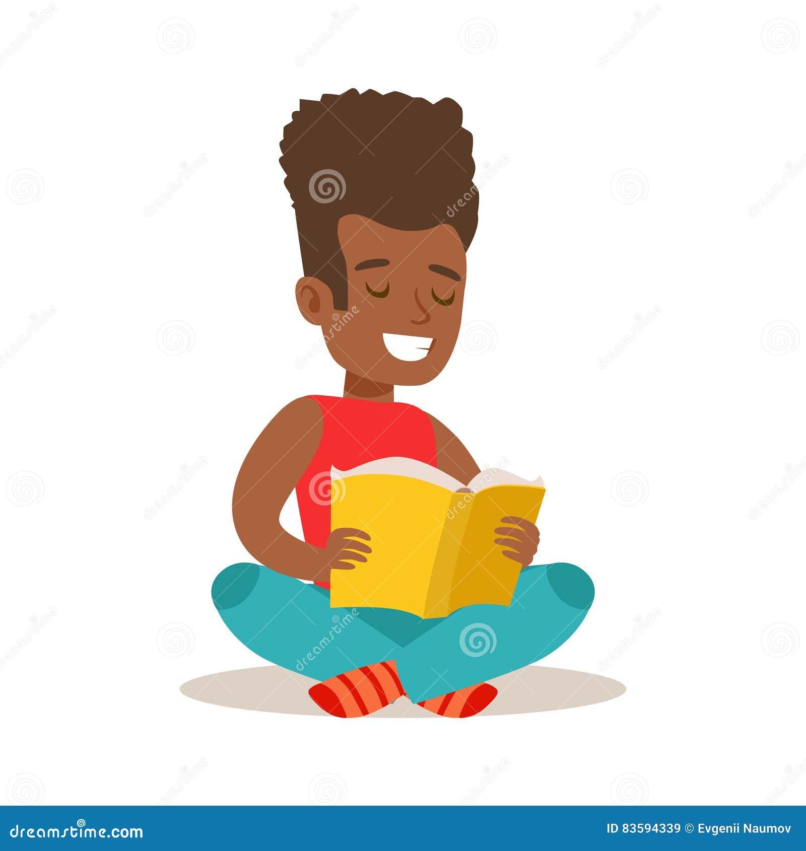 Ragazzo con l afro che si siede con le gambe attraversate sul pavimento che ama leggere, illustrazione con il bambino che gode le