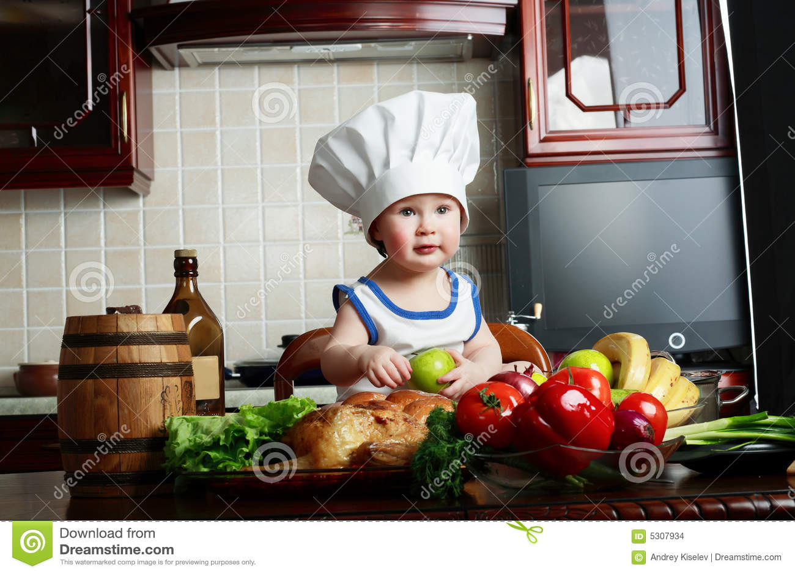 Download Ragazzo delle vitamine fotografia stock. Immagine di interno - 5307934