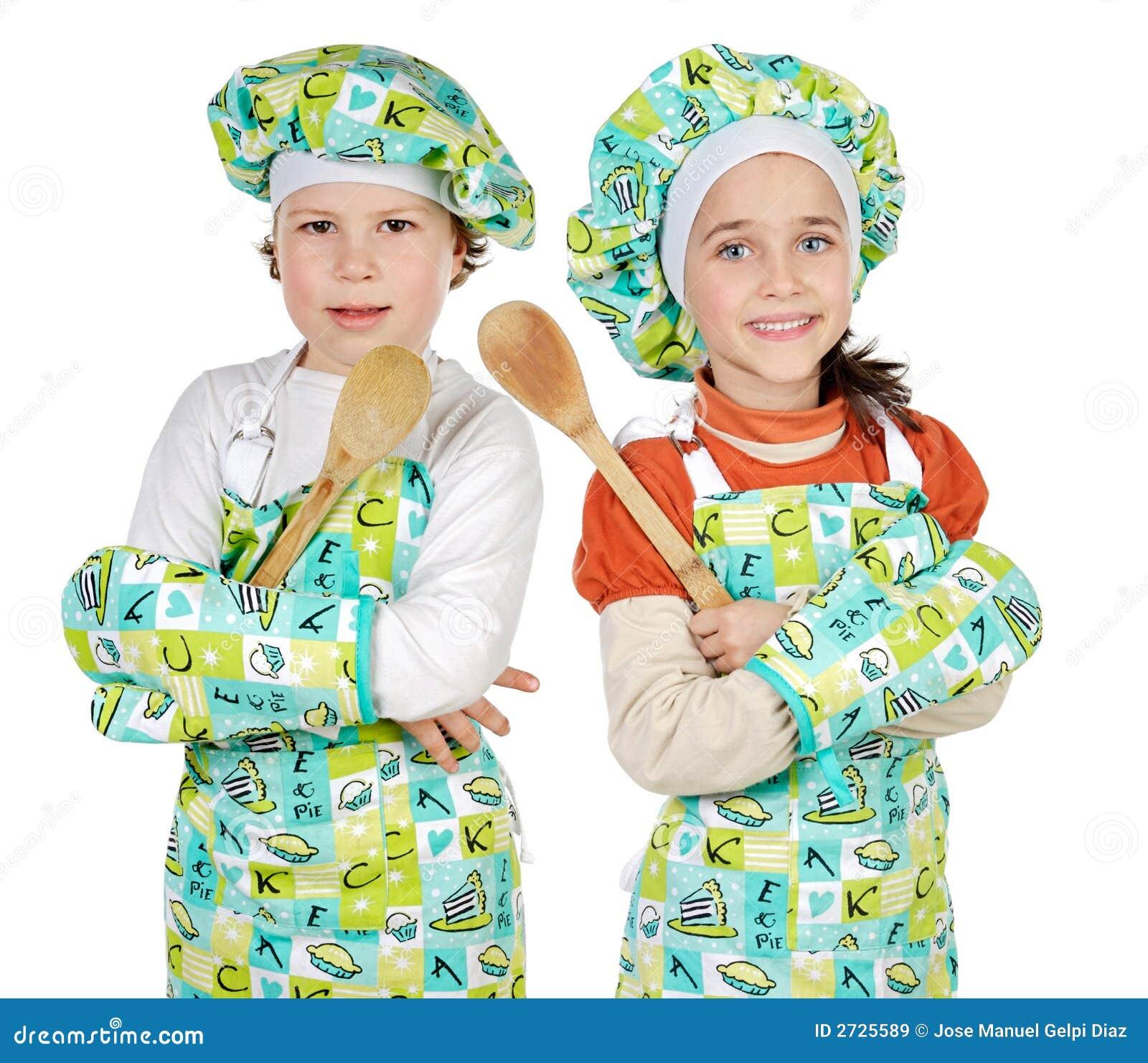 Ragazzo e ragazza che imparano cucinare immagine stock for Cucinare x bambini
