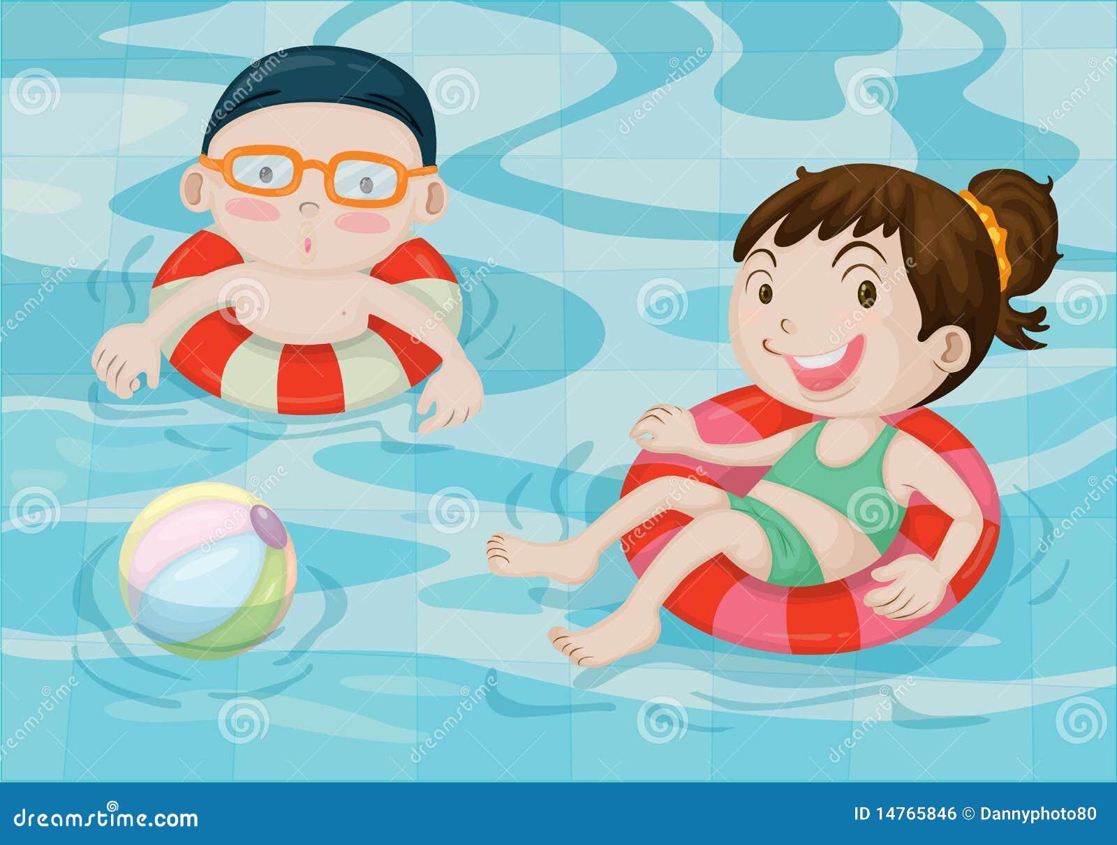 Ragazzo e ragazza nella piscina