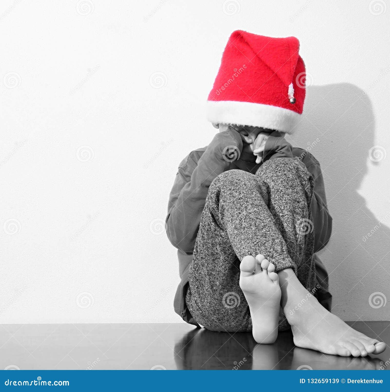 Ragazzo solo e triste al Natale