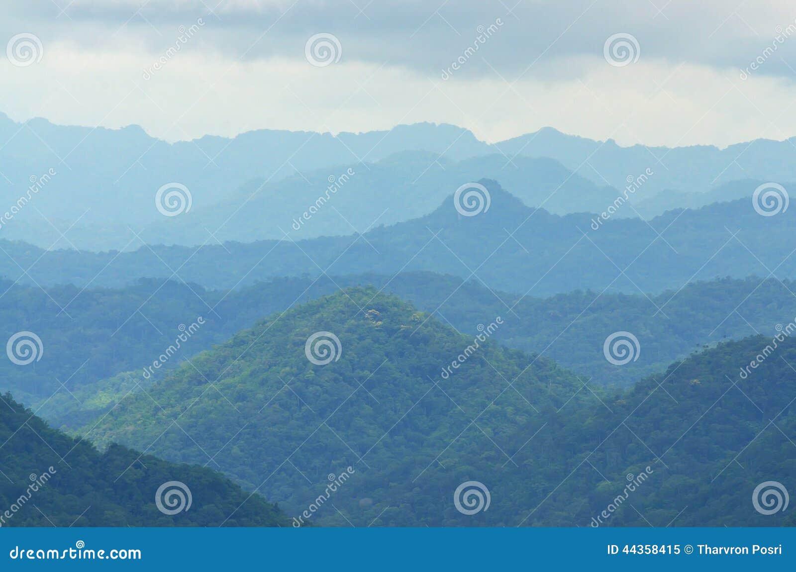 Raggio di sole sopra la montagna