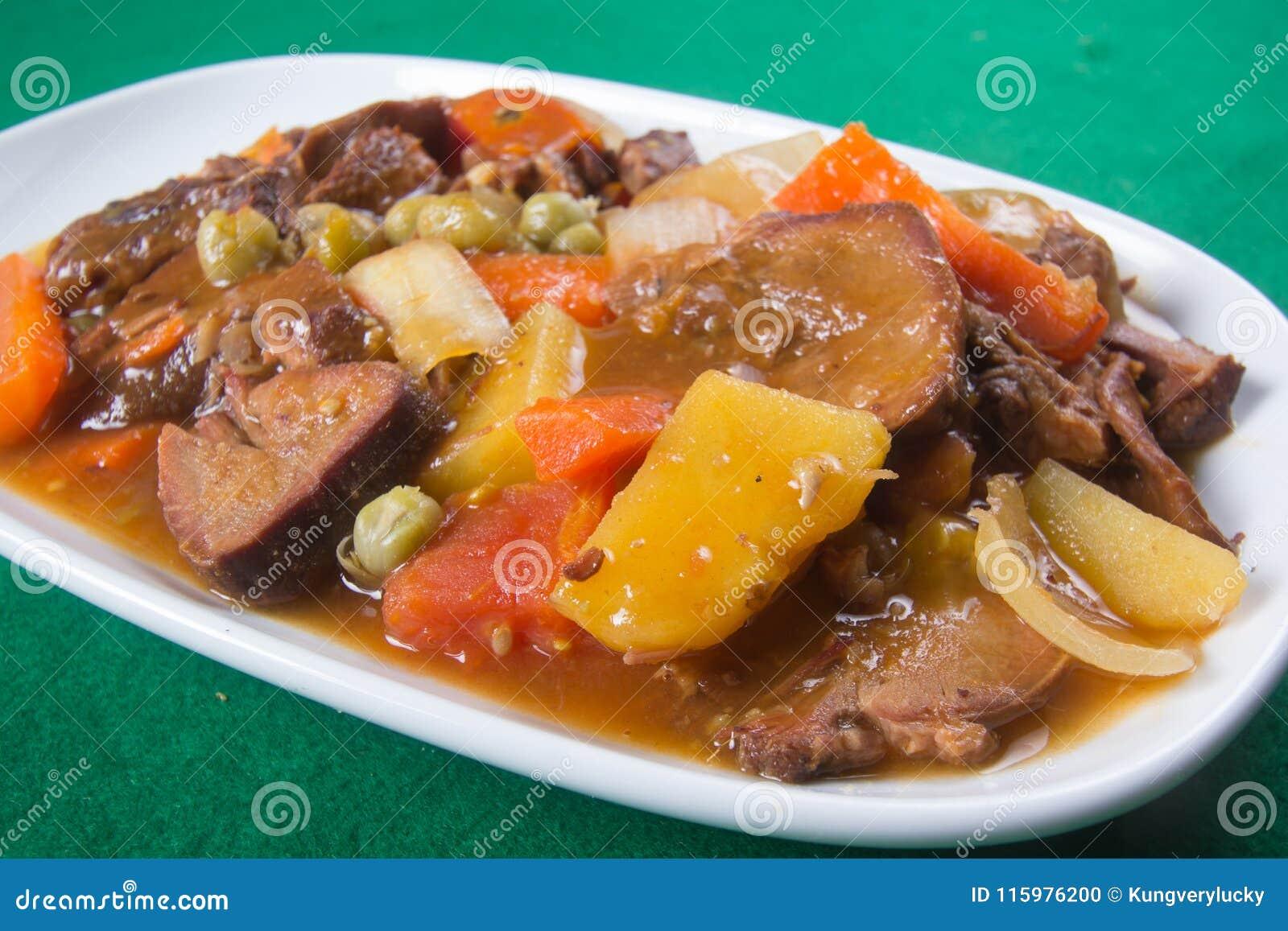 Ragoût de langue de porc du plat