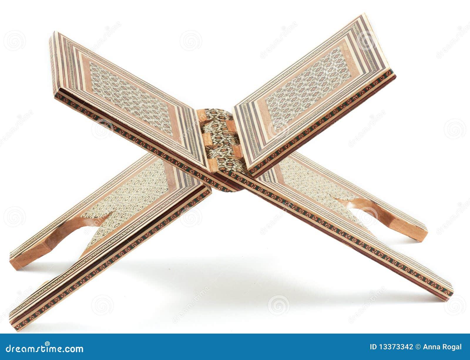 Rahl - traditionele steun onder de Koran.