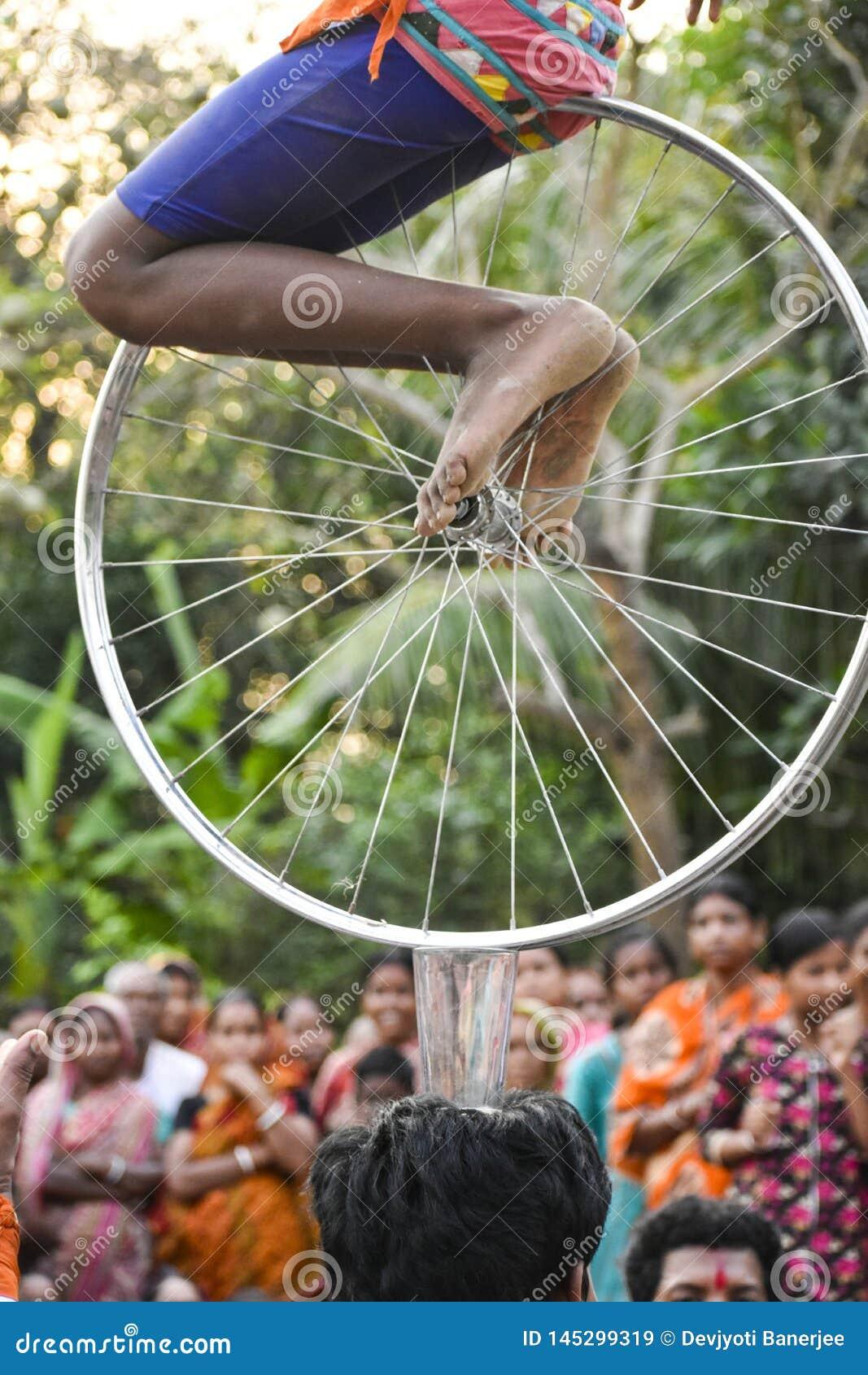 Raibenshe, alternatief Raibeshe, is een genre van Indische volks krijgsdiedans door slechts mannetje wordt uitgevoerd Dit genre v