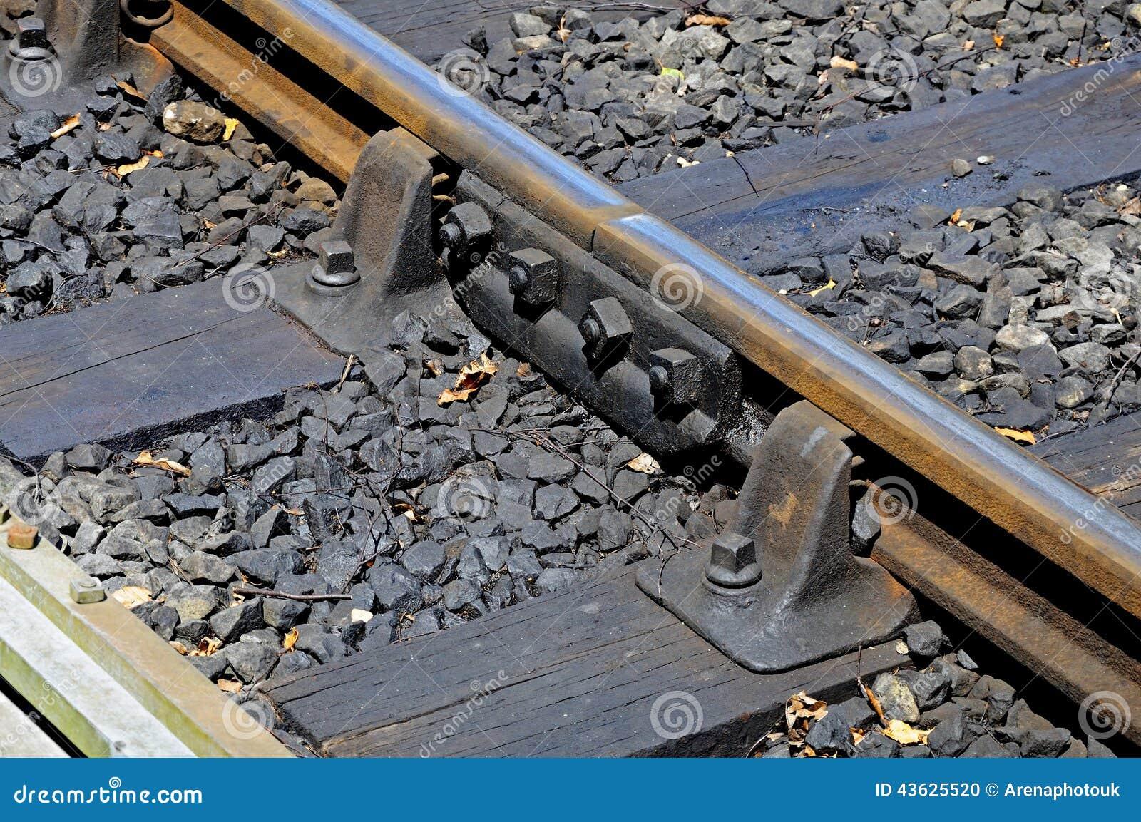 Rail en m tal avec le menuisier sur la voie de chemin de fer photo stock image 43625520 - Rail chemin de fer rideau ...
