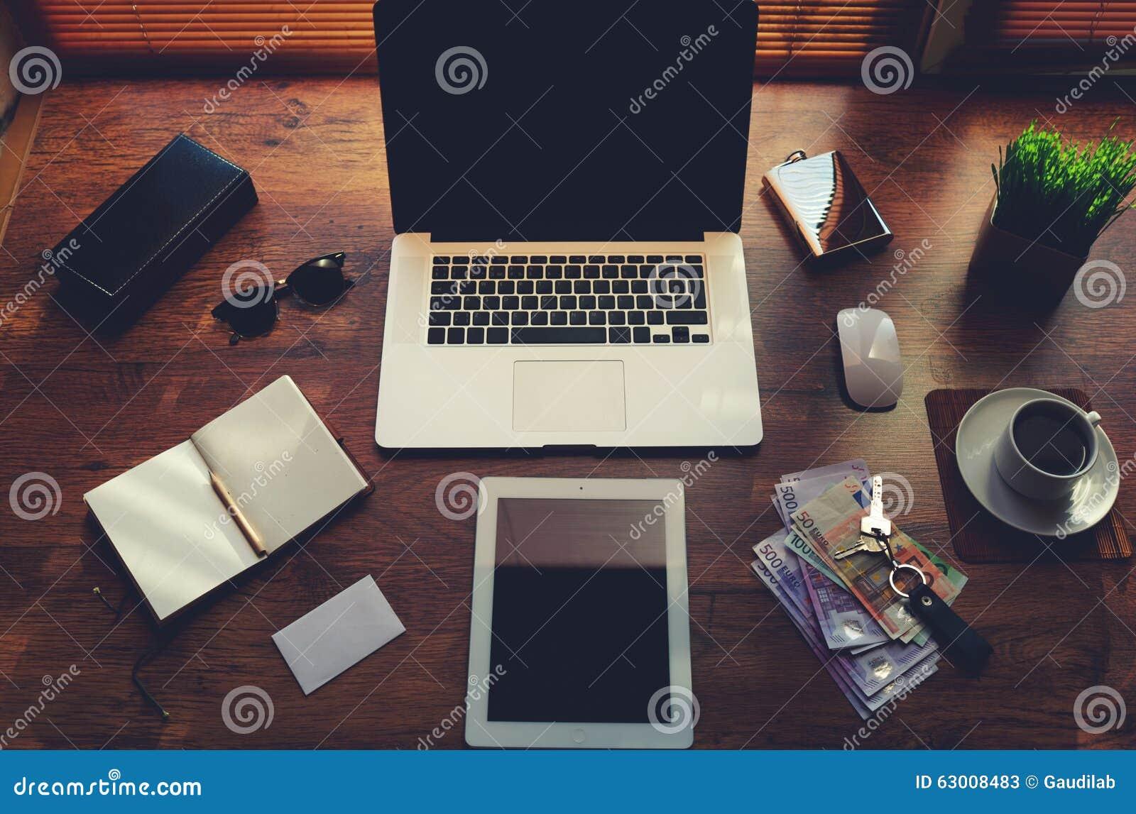 Raillez du bureau dindépendant avec les accessoires de luxe et