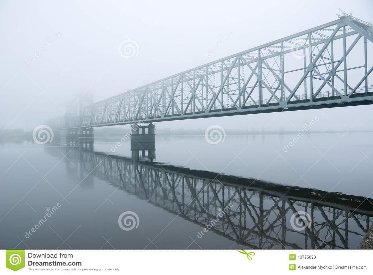 Railway bridge . matutinal mist