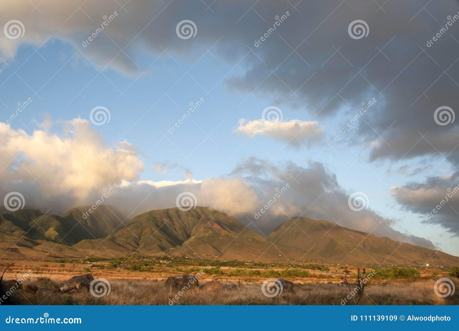 legújabb kollekció online rendelés forró termékek Clouds Over West Maui Mountains In Hawaii Stock Image - Image of ...